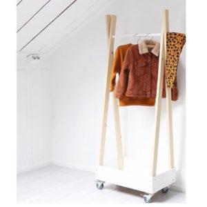 hout kledingrek babykamer kinderkamer kinderkleding