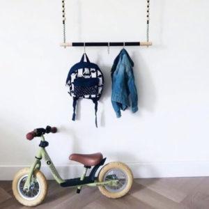 kinderkleding ophangen kinderkamer babykamer kledingrek